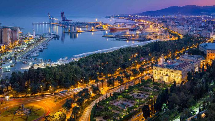 Nyt livet på en av Málagas mange takterrasser!